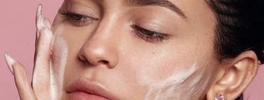 Kylie Jenner es acusada de no saber usar su mousse limpiadora. Un experto en el cuidado nos aclara las dudas