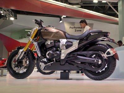 Esta moto india es híbrida, y es un ejemplo de lo que deberían estar haciendo ya muchas marcas