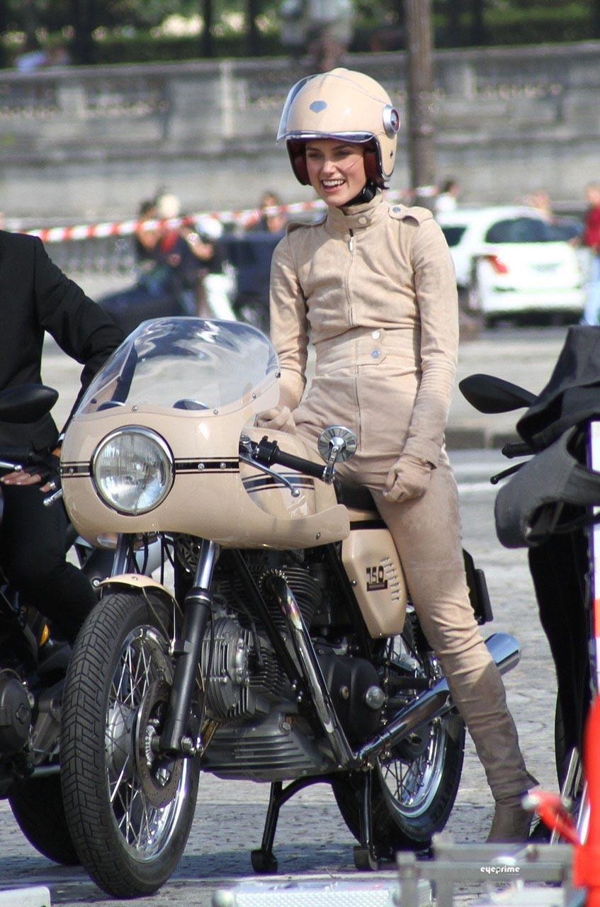Foto de Keira Knightley conduce una Ducati para Chanel (1/5)