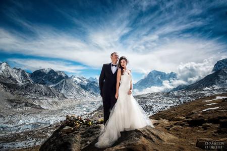 Tres semanas de trekking y un 'sí quiero' en el Everest hacen de esta, la boda del momento