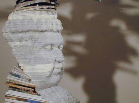 Hay gente que se saca una escultura de donde sea... incluso de un puñado de libros