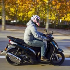Foto 19 de 53 de la galería mx-motor-c5-125-primer-scooter-de-rueda-alta-de-la-marca-espanola en Motorpasion Moto