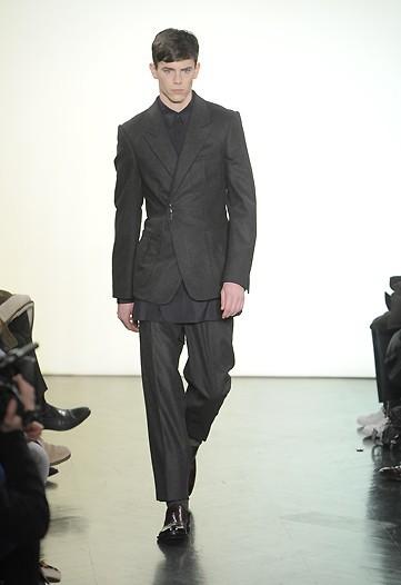 Foto de Yves Saint Laurent, Otoño-Invierno 2010/2011 en la Semana de la Moda de París (7/13)