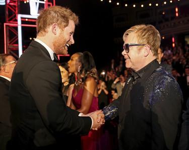 El efusivo encuentro entre el príncipe Harry y Elton John seguro habría hecho sonreír a Lady Di