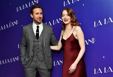 A nadie le sienta tan bien un traje de tres piezas como a Ryan Gosling