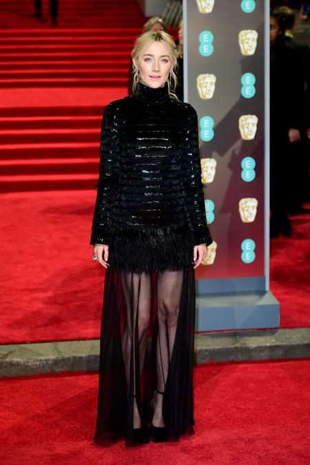 Saoirse Ronan y su mini vestido convertido en largo se convierten en lo más original de los BAFTA 2018