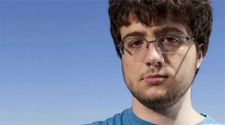 Comex, el legendario hacker de iOS, trabajará en Google de becario