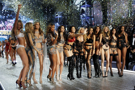 El desfile de Victoria's Secret 2016: los ángeles más sexys del mundo sobrevuelan París