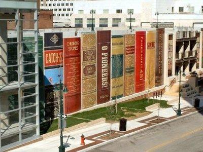 La biblioteca pública de Kansas City es uno de los mejores homenajes al mundo del libro que hemos visto jamás