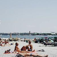 Ni la dieta ni las cremas son efectivas para mantener el bronceado más allá del verano