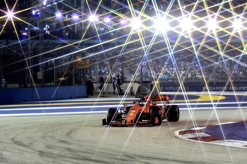 Sebastian Vettel recupera el brillo en Singapur a costa de una estrategia traicionera de Ferrari con Charles Leclerc