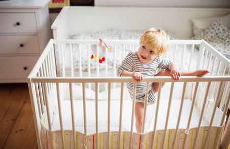 De la cuna a la cama: cuándo y cómo pasar al bebé
