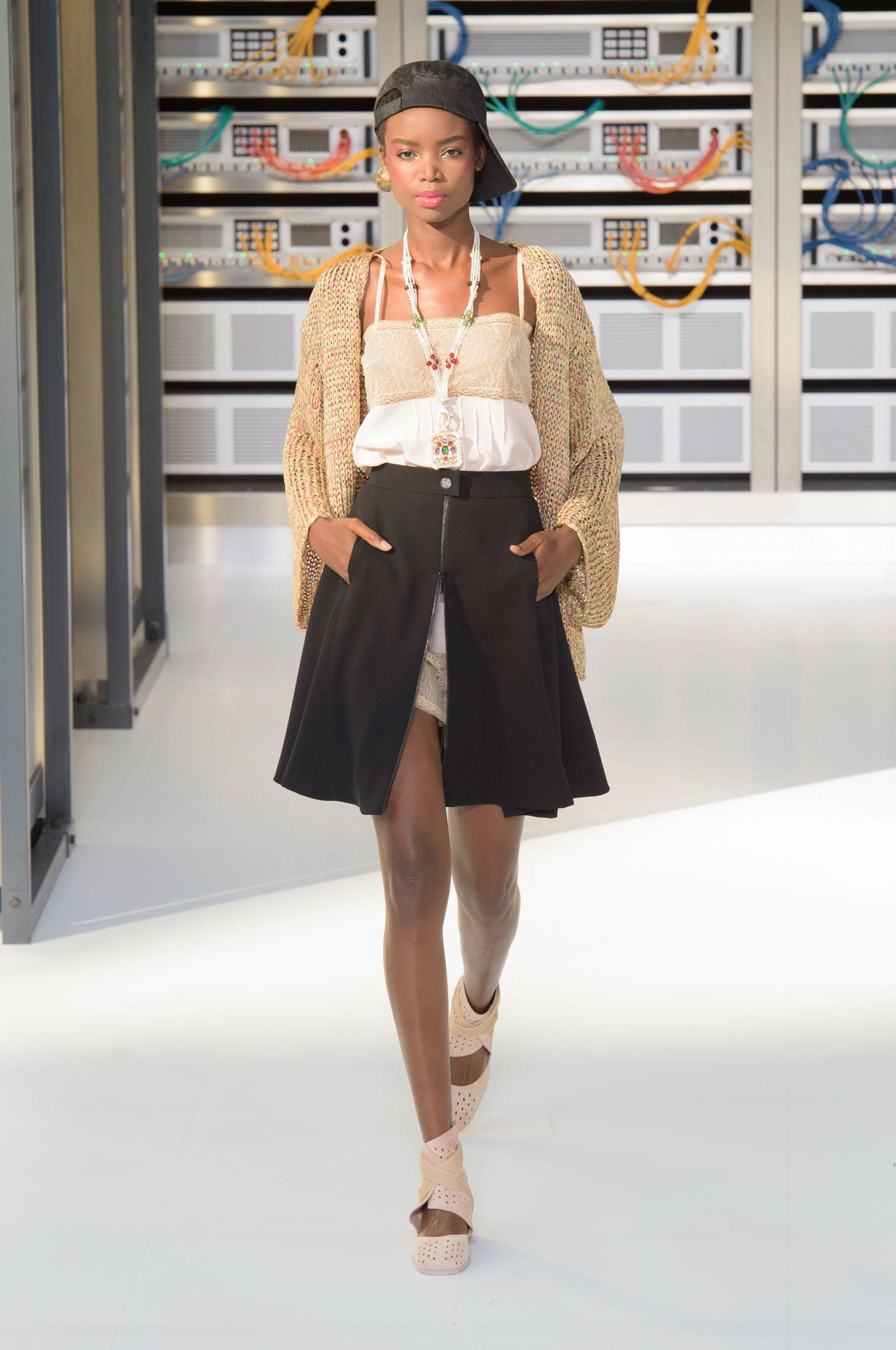 Foto de El regreso al futuro de Chanel en su colección Primavera-Verano 2017 (74/96)