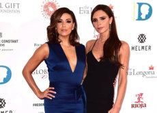 Victoria Beckham apuesta por el negro y Eva Longoria por el azul ¿Quién gana este duelo?