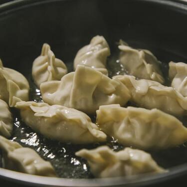 En busca de la gyoza perfecta, cómo darles forma y cocinarlas