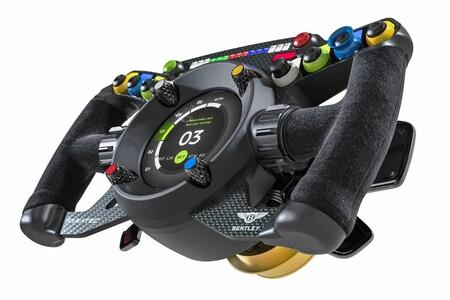Quítaselo a tu auto y úsalo en tu PC: Bentley quiere que uses el mismo volante en la pista y en los videojuegos