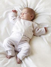 Siguen recomendando que el bebé duerma boca arriba
