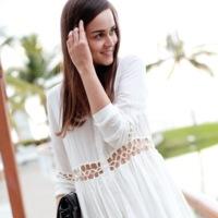 Dos bloggers de éxito y una camisa, ¿quién la lleva mejor?