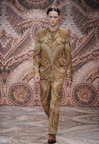 Alexander McQueen, Otoño-Invierno 2010/2011 en la Semana de la Moda de Milán, camelón