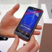 Kyocera presenta un teléfono con paneles solares dentro de la pantalla