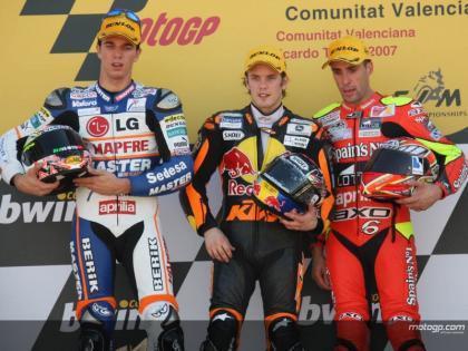 Mika Kallio gana, y Álex Debón pisa el podium por primera vez