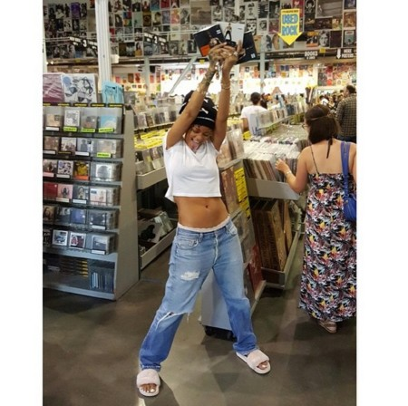 Rihanna Super