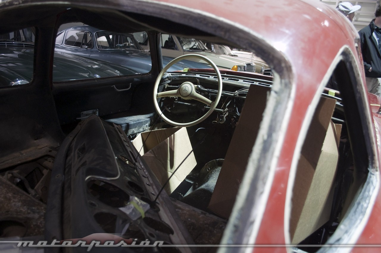Foto de Mercedes-Benz Classic Center en Irvine, California (11/14)