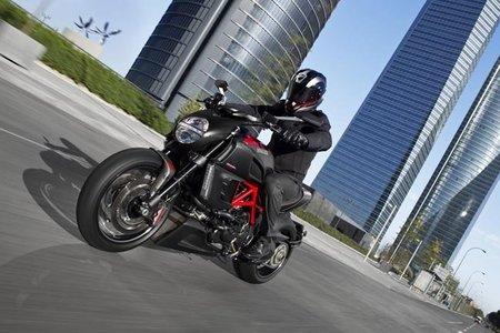 Cadena de montaje de la Ducati Diavel