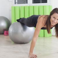 11 ejercicios con el fitball para trabajar todo tu cuerpo