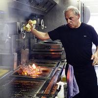"""Así es Víctor Arguinzoniz: el nuevo Premio Nacional de Gastronomía y """"titán de las brasas"""""""