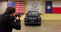 Recibiendo disparos de AK-47 en un Mercedes-Benz GL blindado (vídeo)