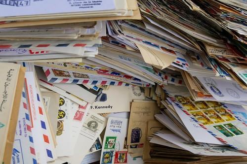 PostSecret o cómo la gente empezó a enviar sus mayores secretos para que un desconocido los publique en internet