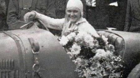 Elisabeth Junek En 1927