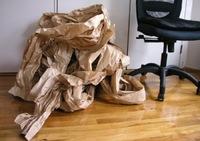 Cómo convertir un montón de papel de estraza usado en un bonito cesto