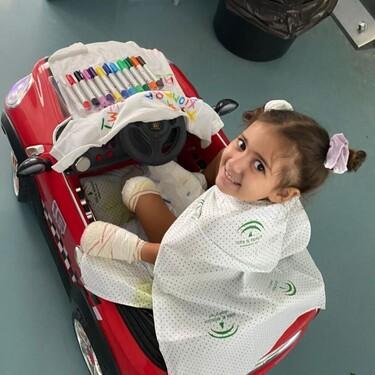 Carlota, una niña en riesgo de perder sus extremidades, pide ayuda para ser operada por el doctor Cavadas