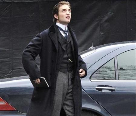 Robert Pattinson: de vampiro a galán del París de la postguerra