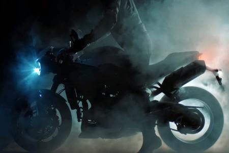 La nueva Triumph Speed Triple se esconde entre las sombras de este teaser, y se presentará el 29 de enero