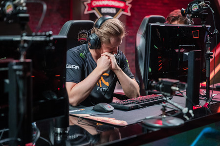 Fnatic entra en playoffs sobre la bocina acabando con el sueño de Roccat