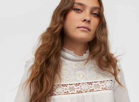 11 camisas y blusas románticas de H&M para que la vuelta a la oficina sea mucho más apetecible