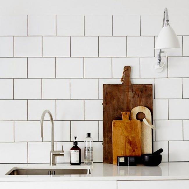 Baldosas Baño Negras:puedes usar la misma baldosa tanto para el baño como