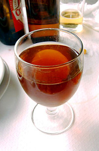 El vino no es blanco ni tinto, ni tiene color