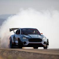 ¡Brutal! El Ford Mustang Mach-E 1400 es un coche eléctrico de 1.400 CV y siete motores capaz de competir tanto en drift como en NASCAR