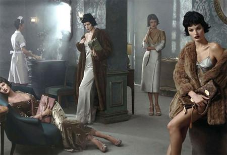 """Louis Vuitton recrea """"une ambiance boudoir"""" en su última campaña"""