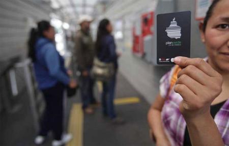 Se presentan las tarjetas de prepago para el transporte público del DF