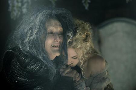 Meryl Streep y MacKenzie Mauzy en Into The Woods