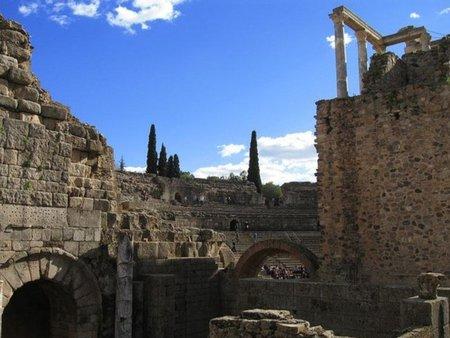 Extremadura presenta unos presupuestos con más deuda