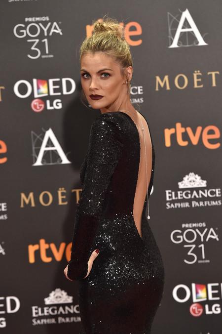 910f6598cd Amaia Salamanca enamora en los Premios Goya 2017 con un vestido negro de  Pronovias