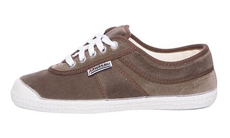 Tenemos las zapatillas de terciopelo marrón Kawasaki disponibles desde 19,83 euros en Amazon