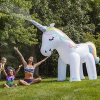 Los unicornios siguen invadiéndolo todo y esta ducha de piscina es la mejor prueba de ello