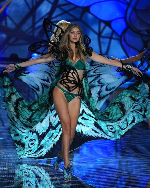 Desvelamos el secreto de las melenas de los ángeles de Victoria's Secret en la gran pasarela